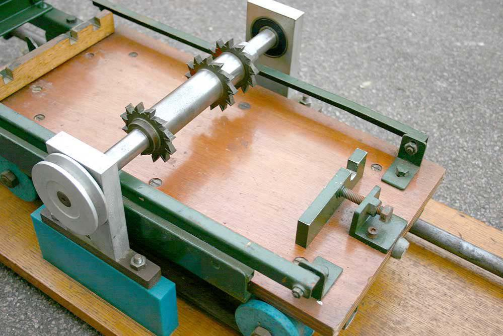 Sleeper cutting machine