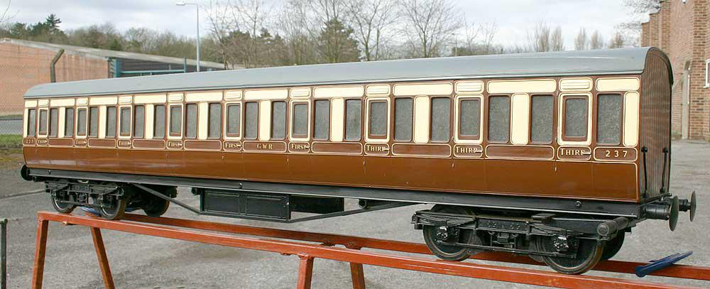Aristocraft GWR coach with hydraulic brakes