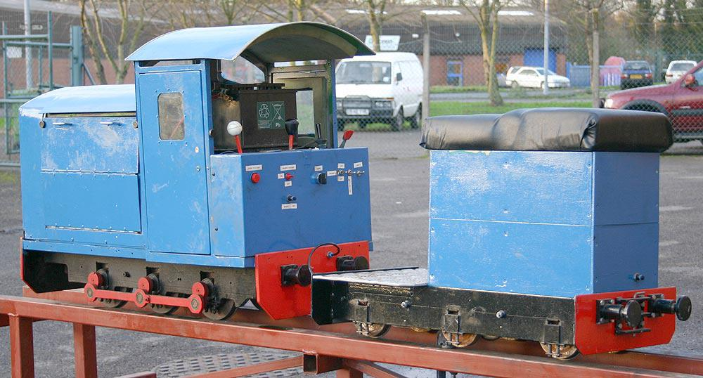 7 1/4 inch gauge petrol shunter with driving truck