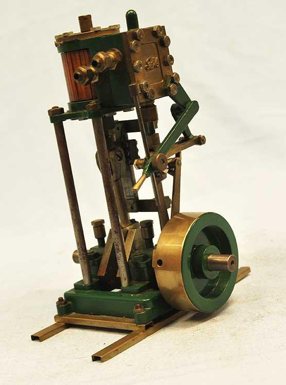 Small vertical engine with reversing gear