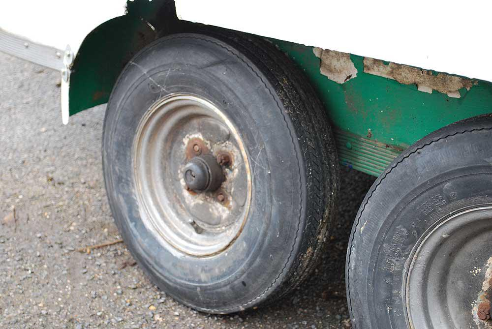 Four wheel box trailer