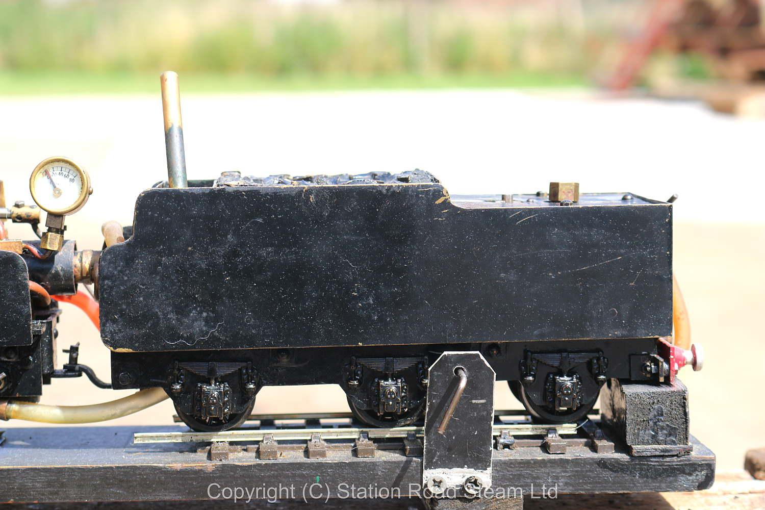 O-gauge gas-fired 0-6-0 tender locomotive