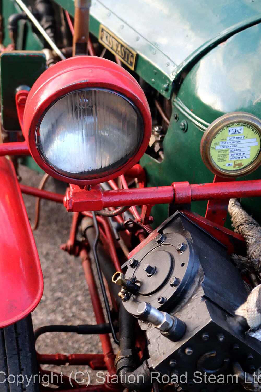 V-twin steam tricycle